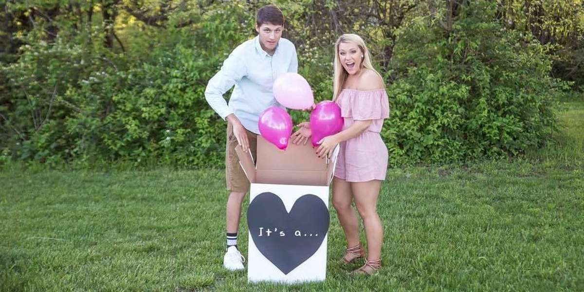Couple Announces Puppy News With Photoshoot The Dodo