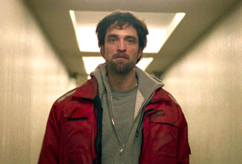 robert pattinson in good time a24