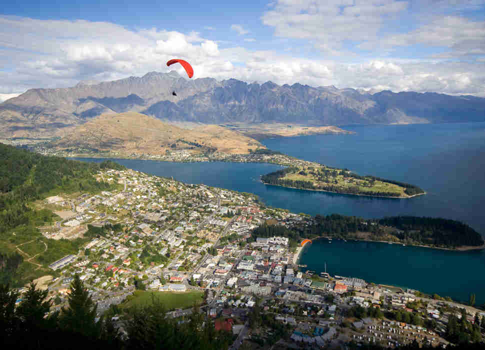Paraglider in Queenstown