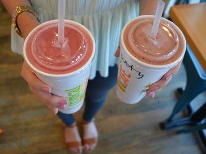 free smoothie on national flip flop day