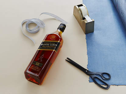 How to Wrap a Whisky Bottle – Johnnie Walker - Supercall