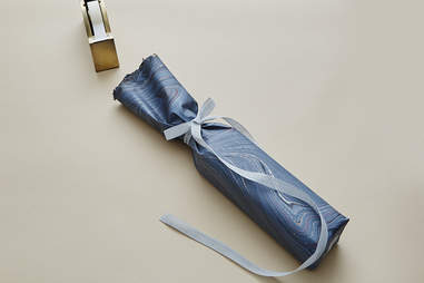 Step 3 – How to Wrap a Whisky Bottle – Johnnie Walker - Supercall