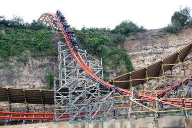iron rattler rollercoaster