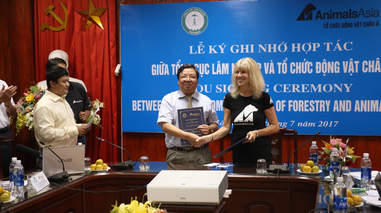 Vietnam agrees to close bear bile farms