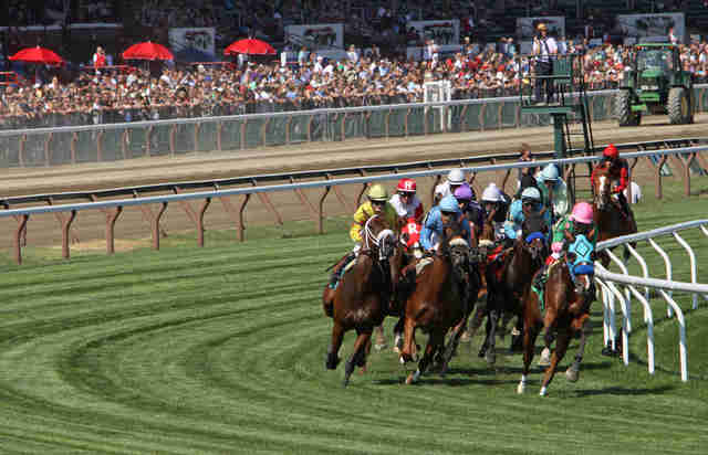 Horses racing at the Saratoga racetrack
