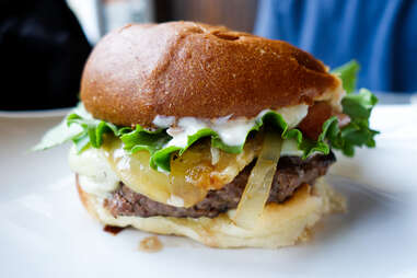 winghart's burger