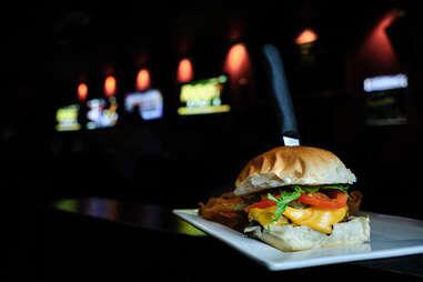 stinky's bar & grill burger