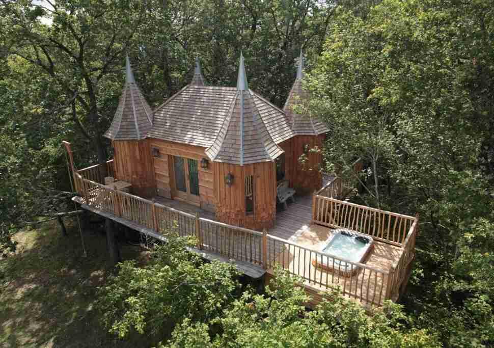 Best treehouse hotels in the world thrillist chteaux dans les arbres sisterspd