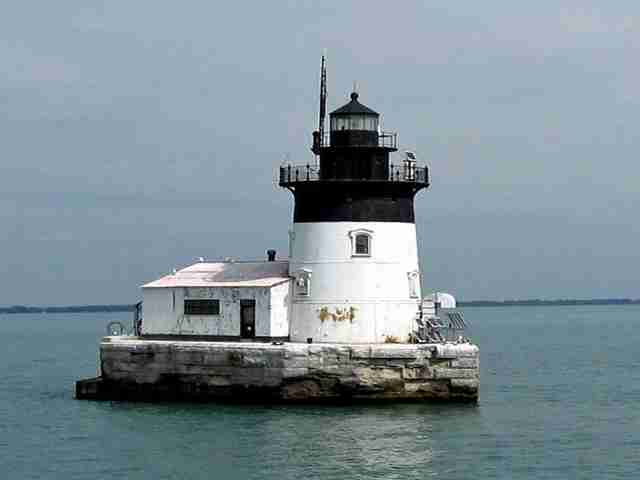 detroit river light