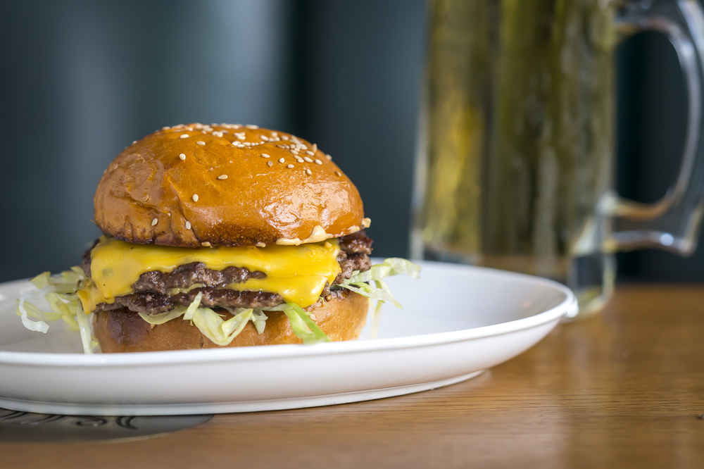 Best Burgers In Nyc A Definitive Guide To New York Hamburger Spots