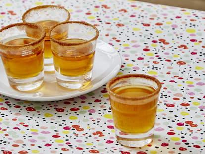 apple pie shot cinnamon shots