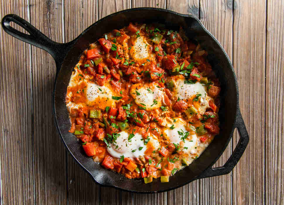 cast iron shakshuka