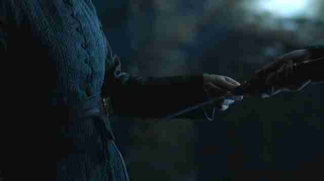 arya gives sansa the dagger game of thrones