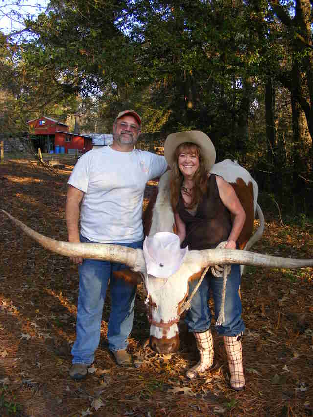 samson the steer with his family