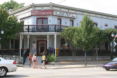 south lyon hotel