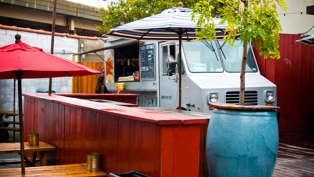 The 5 Best Bars With Food Trucks In Brooklyn Thrillist