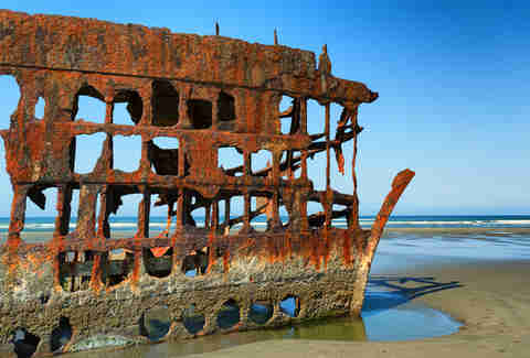 Remains of the Peter Iredale ship