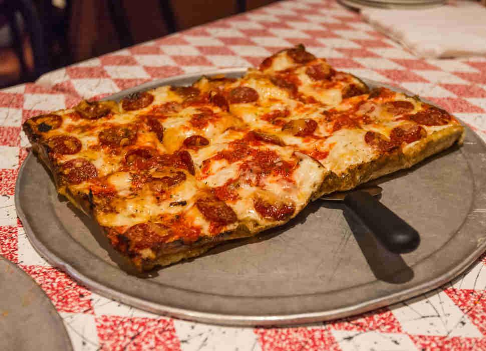 Best Pizzerias Near Me in 35 US Cities - Thrillist