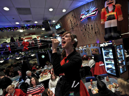 what it's like to sing at ellen's stardust diner