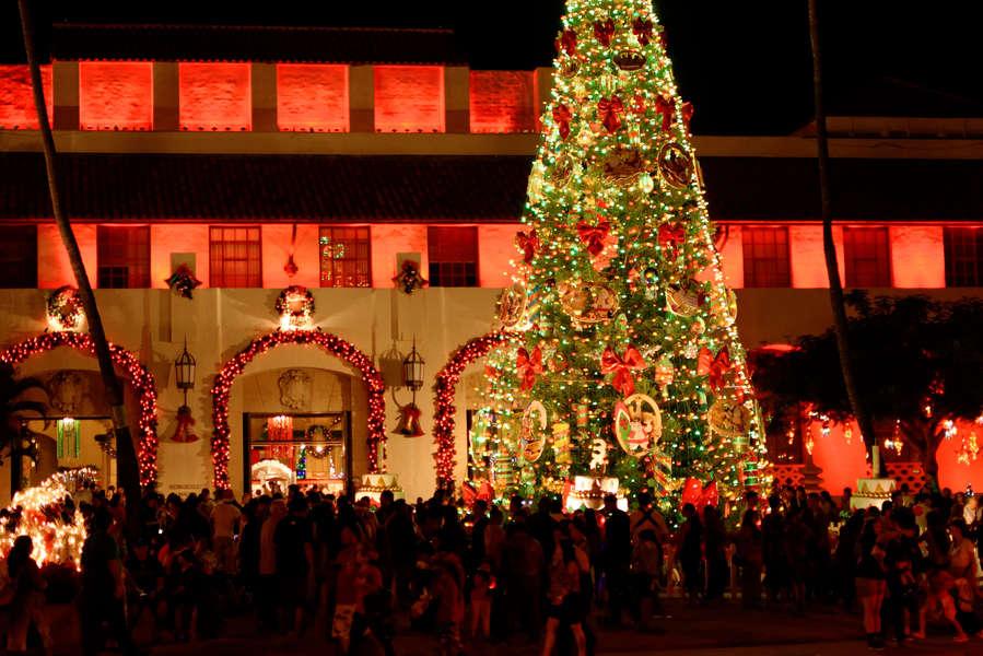 Honolulu Christmas Trolley 2021 Oahu Honolulu Christmas Events 2017 Things To Do For The Holidays Thrillist
