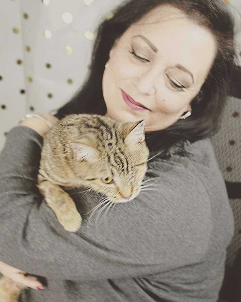Woman arrives from Las Vegas to adopt one-eyed cat at Utah shelter