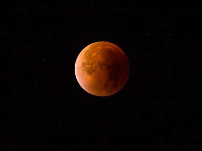 lunar eclipse photograph