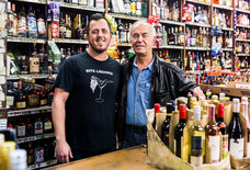 Inside Rite Liquors, a Glorious Chicago Slashie That Refuses to Die