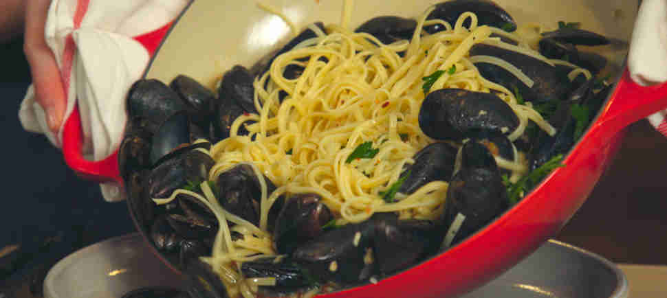 This Linguine With Mussels Recipe Is Your New Go-To for a Dinner Party on the Cheap