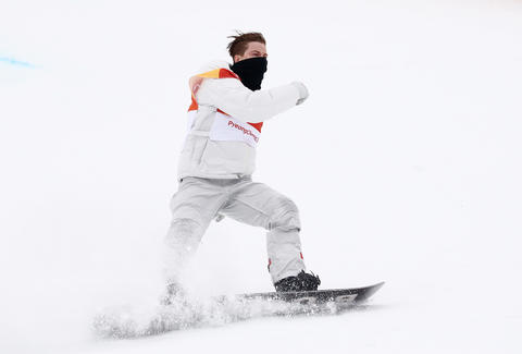 shaun white wins gold helmet toss