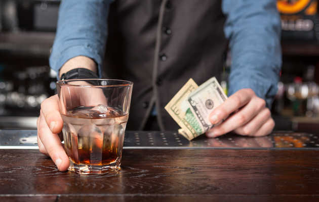 How No-Tip Policies Are Affecting Bartenders Across the Country