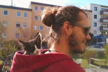 Martin Klauka travels with his cat Mogli