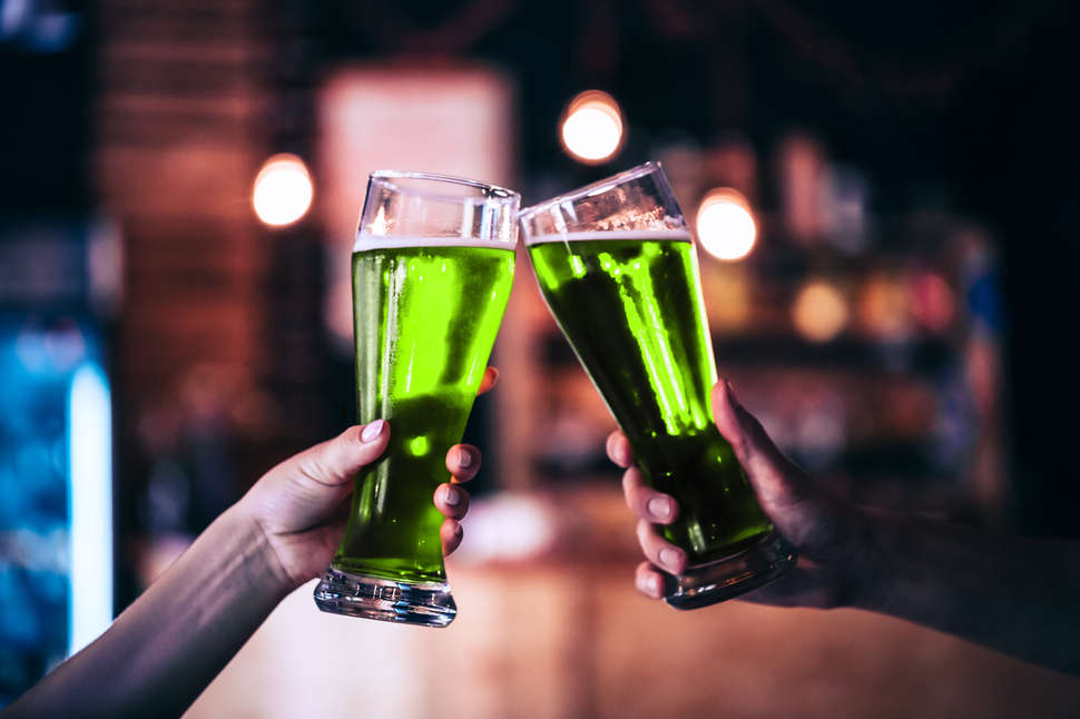 How to Make Green Beer for St. Patrick\'s Day 2018 - Thrillist