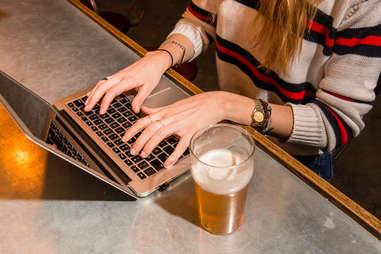 computer bar