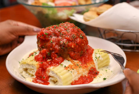 Olive garden 39 s new giant meatball four cheese manicotti - Olive garden spaghetti and meatballs ...