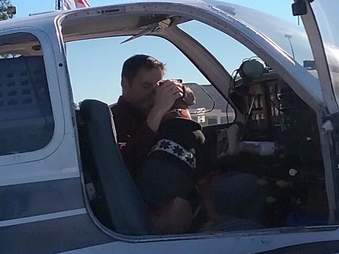 Pilot flies old dog to fospice