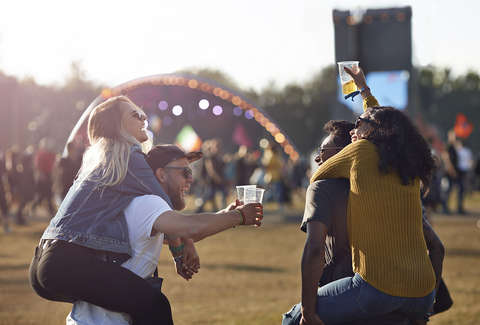the dos and don'ts of drinking at a music festival  thrillist