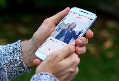 Man's Interactive Tinder Game Goes Viral on Reddit - Thrillist