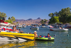 America's 20 Greatest Summertime Lake Towns