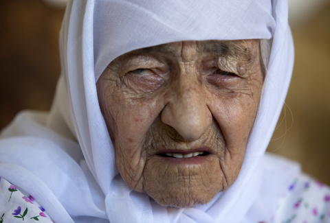 world s oldest human ever says she s never had a happy day in her