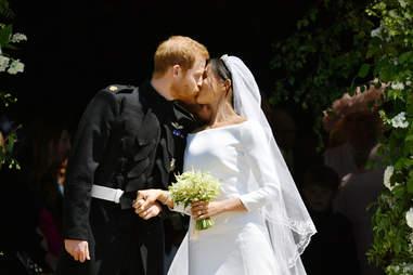 royal wedding kiss, prince harry, meghan markle