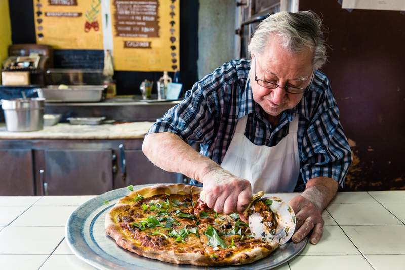 How Many Slices In Round Table Pizza.Is Nyc Dollar Slice Pizza Good Top Pizza Chefs Discuss 1 Slice