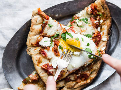 shakshuka grilled pizza