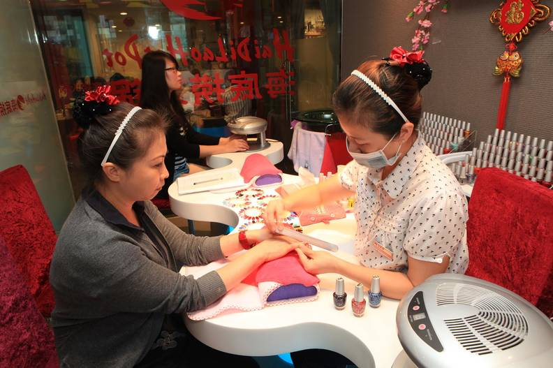 HaiDiLao Hot Pot Chain Has Free Massages, Manicures & More - Thrillist