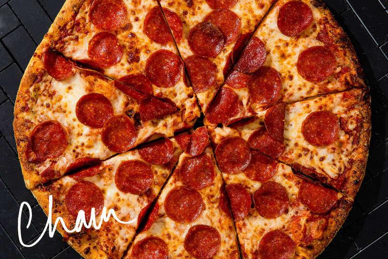 chain pizza, domino's pepperoni pie