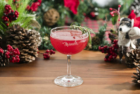 Christmas Drinks Alcohol.This Is Everywhere The Miracle Pop Up Holiday Bar Will Be In