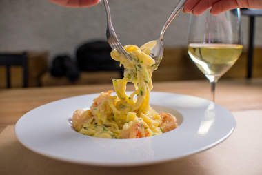 shrimp pasta and white wine