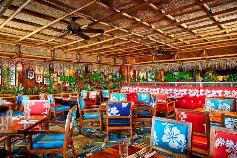 Duke's Waikiki beach bar