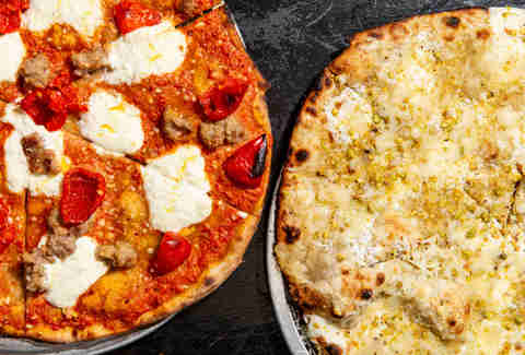 Best Pizza In NYC Places With The Best Slices In New York City - Round table small pizza price