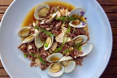 L & E Oyster Bar clams