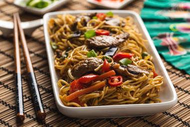 Lo mein stir fry pork vegetables peppers noodles egg noodle
